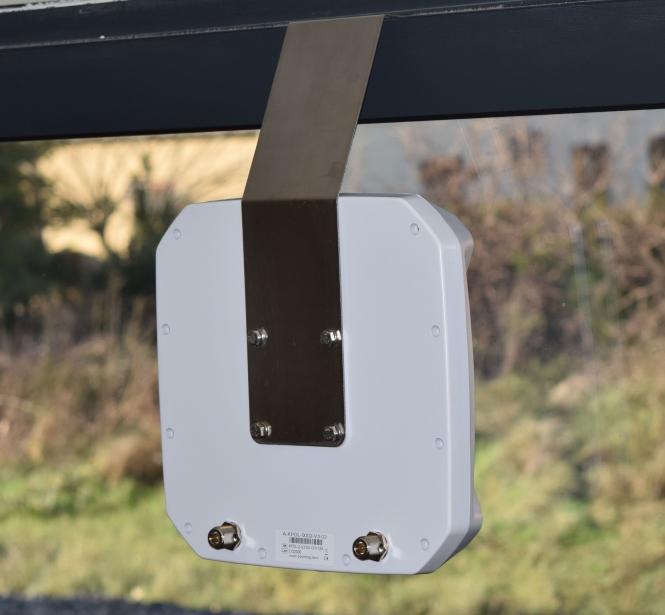 Fixation fenêtre pour antenne Poynting XPOL-2 (Inox)